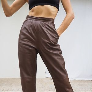 VINTAGE BROWN HIGH WAISTED LEATHER PANTS 🤎